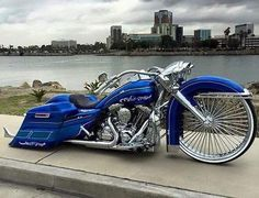Bike of the day built by @lvfamous #baggermilitia
