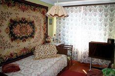 Подборка фото с типичными убранствами в квартирах и домах во времена СССР. Да что уж греха таить, такие интерьеры встречаются и по сей день.