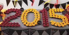Graduation Party Ideas // 2015 Cupcake Display // Graduation Desserts