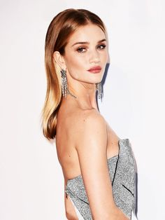 Rosie Huntington-Whiteley's gilded makeup and shiny locks are gorgeous