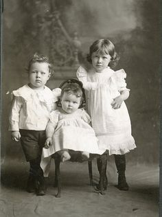 VINTAGE PHOTO CABINET CARD,VICTORIAN,3 CHUBBY LIL ANGELS, SIBLINGS