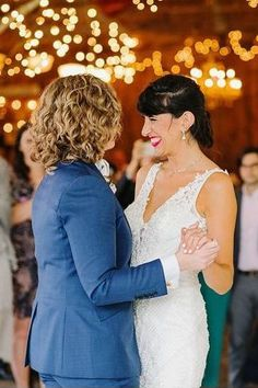 Romantic lesbian first dance wedding photo _ Rustic Jewish Wedding with Rainbow Details - Love Inc. Mag - BRINDAMOUR PHOTOGRAPHY Lesbian Wedding, Lace Wedding, Wedding Dresses, Romantic Wedding Photos, First Dance, Equality, Love Story, Lgbt, Marriage