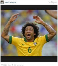 Marcelo escreveu: 'Uma imagem vale mais que mil palavras... DEUS NO COMANDO  #BRASIL  #FAMILIA  #ORGULHO  #PAIXAO #AMOR' 07/05/2014.