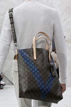 Paris+Mens's+Fashion+Week+SS+2015+Louis+Vuitton+menswear+details+bag+005.jpg 552×828 пикс