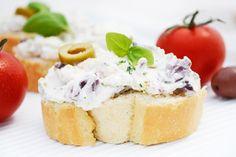 Das Rezept für den Sesam-Oliven-Aufstich ist eine kulinarisch besonders empfehlenswerte Option zu den klasseischen #Brotaufstrichen.