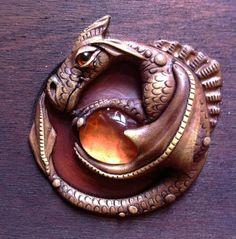 Hoi! Ik heb een geweldige listing gevonden op Etsy https://www.etsy.com/nl/listing/205806089/handcrafted-steampunk-dragon-leatherwood