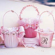 Imagen de http://for-my-wedding.com/var/albums/Wedding-Accessories/Flower%20Girl%20Baskets%202.jpg?m=1309640885.