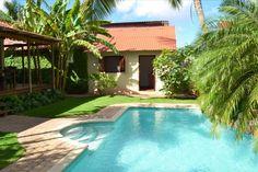 Van Engelen - Fantastische tropen villa met zwembad en gastenverblijf – centraal gelegen | RE/MAX BonBini Curacao - Onze makelaars helpen u bij het (ver)huren of (ver)kopen van een appartement, villa of huis op Curacao