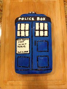 Sugar Baby Bakes: Doctor Who TARDIS Cake!