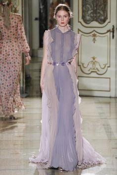 Runway / Luisa Beccaria / Mailand / Frühjahr 2016 / Kollektionen / Fashion Shows / Vogue Luisa Beccaria, Runway Fashion, Fashion Show, Fashion Design, Women's Fashion, Milan Fashion, Spring Fashion, Fashion Trends, Tulle Dress