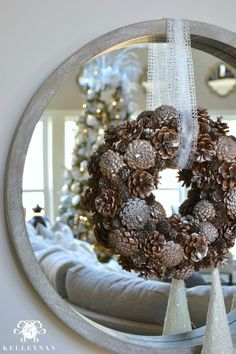 Christmas is around the corner and thank goodness, we all love it! It is that time of the year when homeowners strive to incorporate new interior design ideas a Gold Christmas, Family Christmas, Winter Christmas, Christmas Wreaths, Christmas Crafts, Christmas Ideas, Christmas Design, Christmas Wishes, Christmas Stuff