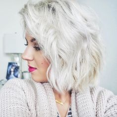 Been loving my platinum/silver toned hair lately. Doesn't hurt when I get compliments from strangers ☺️ #thankyou #milabu09 #platinum #shorthair #aghair