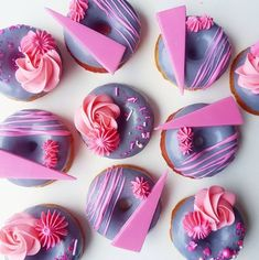Creative and Yummy Donuts - Blush & Pine Mini Donuts, Fancy Donuts, Cute Donuts, Baked Donuts, Doughnut, Delicious Donuts, Delicious Desserts, Donuts Tumblr, Donut Decorations