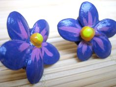 peppercorn and squash seed violet flower stud earrings