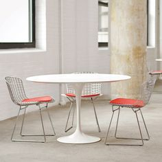 Knoll Saarinen | http://www.bigbrands.nl/design/tafel-eetkamer/knoll/eero-saarinen/knoll-saarinen-collectie-round-table-dining-height/knoll-round-table-dining-height-black-base.html
