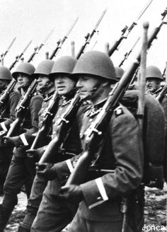 Hi, I recently have been looking at the Rifles used by the Polish, Czechoslovakian and German rifles in the period and they all seem pretty. Poland Ww2, Polish People, German Army, Military History, Armed Forces, Vintage Photography, World War Ii, Troops, Wwii