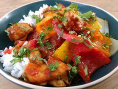 Kip curry met geroosterde paprika's en uien