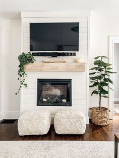 How to Decorate a Mantel with a TV - Micheala Diane Designs - - Decorating a mantel with a TV above it can create a tricky design dilemma. I am sharing quick styling tips that will make decorating this area easy! Tv Over Fireplace, Home Fireplace, Fireplace Remodel, Living Room With Fireplace, Fireplace Design, Shiplap Fireplace, Fireplace Ideas, Above Fireplace Decor, Electric Fireplace With Mantel