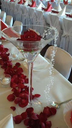 Martinigläser, rote Rosen, Tischdekoration, Hochzeitsdeko, centerpiece, wedding decoration