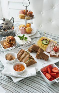 Afternoon tea image only Tea Recipes, Cooking Recipes, Sweet Party, Afternoon Tea Parties, Afternoon Delight, Tea Sandwiches, Tea Service, High Tea, Tea Time