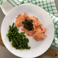"""Kateřina Gallinová on Instagram: """"Oven warmed smoked salmon (we don't like it raw, but enjoy it this way), pesto, green beans / V troubě ohřátý uzený losos (syrový nám…"""" Smoked Salmon, Pesto, Green Beans, Risotto, Seafood, Oven, Fish, Ethnic Recipes, Instagram"""