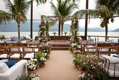 44 trendy ideas for wedding party beach mariage Wedding Ceremony Arch, Wedding Bride, Rustic Wedding, Dream Wedding, Wedding Beach, Maldives Wedding, Wedding Isles, Lgbt Wedding, Wedding Arches