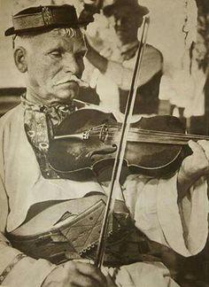 Violin, Folk Art, Music Instruments, Case, Popular Art, Musical Instruments