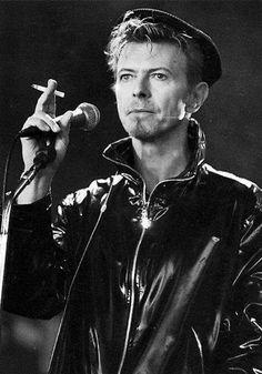 Outside tour rehearsal. September 14, 1995, Hartford. Photo © Mark Allan.