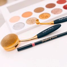 From highlighting to contouring, our 10 piece set's oval shape design is ideal for blending foundation, blush, or powder to your face or cheeks (or eyes, with our smallest one featured here).✨Link in bio. Glam Makeup, Makeup Kit, Makeup Brushes, Small One, Shape Design, Contouring, Oval Shape, Makeup Yourself, Highlights