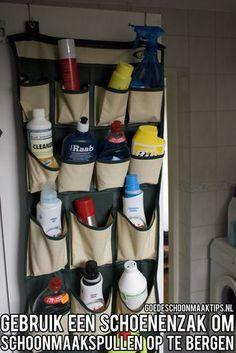 Gebruik een schoenzak om schoonmaakspullen op te bergen. Bekijk voor meer tips ooks een www.goedeschoonmaaktips.nl