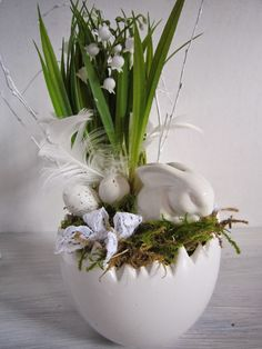 ✩ Check out this list of creative present ideas for beard lovers Easter Flower Arrangements, Easter Flowers, Deco Floral, Arte Floral, Diy Spring Wreath, Diy Easter Decorations, Diy Ostern, Easter Holidays, Easter Party