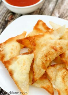 Quick and Easy Cream Cheese Wontons recipe on { lilluna.com }