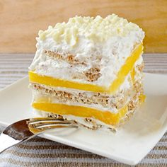 Mango Float is an excellent summer recipe. It consists of layers of graham crackers, fresh mangoes and whipped cream / sugar-free condensed milk mixture. Very easy to make. This is the first time I made Filipino Desserts, Asian Desserts, Filipino Recipes, Just Desserts, Delicious Desserts, Dessert Recipes, Yummy Food, Filipino Food, Pinoy Food