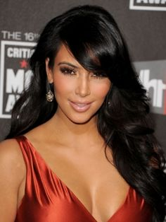 Face Slimming Celebrity Hair Styles - Try these flirty face slimming celebrity hair styles to rock out a super-flattering and on trend look. Pick your favorite alternative from the hair designs presented below. Cute and textured locks will do magic with your thick or super-thin tresses.