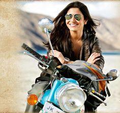 Anushka Sharma Wearing Mirrored Aviator Sunglasses