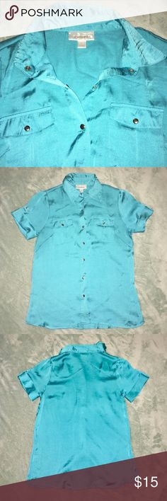 DRESSBARN Satin Turquoise Teal Career Top Blouse Perfect for Spring & Summer! Dressbarn Satin Like Turquoise Blouse. Belt loops on the sides. Excellent Condition except one snag/loose thread with a slight run. It is not noticeable unless you really look. See Pictures for Details & let me know if you need measurements.🌹 Don't forget to Look at my other items! Bundle & $ave💕 5+ lbs, Extra Shipping Fees Apply. I can let you know the weight before you purchase! Just ask! Dress Barn Tops Button…