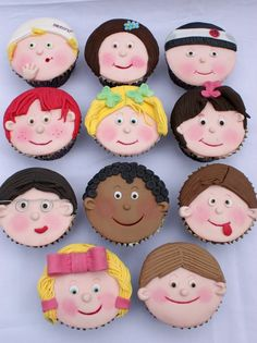 Kids faces Cupcakes by ~Verusca on deviantART Beautiful Cupcakes, Cute Cupcakes, Cute Cookies, Cupcake Cookies, Tolle Cupcakes, Face Baking, Character Cupcakes, Fondant Figures Tutorial, Fondant Cupcake Toppers