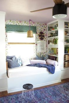 Built in Day Bed with IKEA bookshelf. 18 IKEA BILLY Bookcase Hacks and Ideas. Get inspired with these low cost IKEA planning solutions. Home improvement & home decor ideas for cheap for those with million dollar taste. Bookshelf Bed, Ikea Billy Bookcase Hack, Billy Bookcases, Bookshelf Styling, Built In Daybed, Ikea Built In, Reading Corner Kids, Reading Nooks, Reading Corners