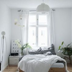 white bedroom room countryside style fresh bedroom with plant nighslee memory fo. - Wohnung white bedroom room countryside style fresh bedroom with plant nighslee memory fo. Cozy Bedroom, White Bedroom, Dream Bedroom, Modern Bedroom, Bedroom Small, Nature Bedroom, Nordic Bedroom, White Bedding, Trendy Bedroom