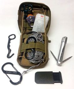 Whether you're in an emergency scenario or simply outdoor camping, it's not constantly simple to find a great location to establish your shelter and basic living area. With a few compact and easy tools, you can easily clear out an location. Edc Tactical, Tactical Equipment, Tactical Survival, Survival Tools, Camping Survival, Outdoor Survival, Survival Prepping, Camping Gear, Outdoor Camping