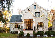 Br House, Cozy House, Tudor House Exterior, English Cottage Exterior, Tudor Cottage, Tudor Style Homes, Traditional Exterior, Exterior Remodel, Home Fashion
