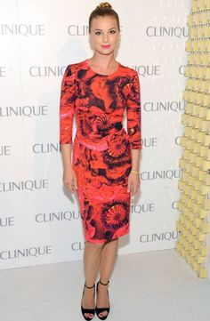 Emily VanCamp Photos - Emily VanCamp attends Dramatically Different Party Hosted By Clinque at 620 Loft & Garden on June 2013 in New York City. - Celebs at the Dramatically Different Party in NYC Emily Vancamp, Emily Thorne, Pink Long Sleeve Dress, Dress Up, Dress Long, Nice Dresses, Dresses For Work, Summer Dresses, Modest Dresses