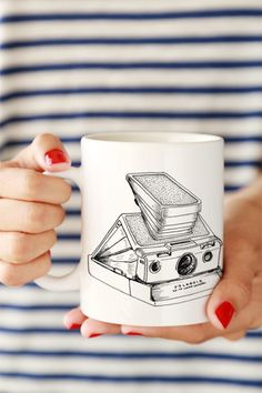 Love this!! Vintage Polaroid Camera Drawing Mug
