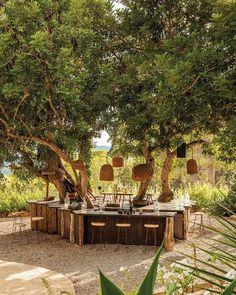 Sombras arquitectonicas Backyard Seating, Backyard Patio, Patio Flooring, Outdoor Restaurant, Interior Garden, Outdoor Furniture Sets, Outdoor Decor, Spanish Style, Event Design