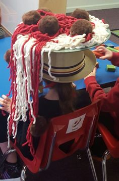 Spaghetti and meatball hat! Spaghetti and meatball hat! Crazy Hat Day, Crazy School Day, School Daze, Silly Socks, Silly Hats, Crazy Socks, Funky Hats, Cool Hats, Red Hats