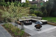 Midnight Black Limestone Paving was use in this garden by Landart, alongside the contrasting Silver Grey Granite. Hard-wearing and easy to maintain, this is the perfect choice for an entertaining garden. Natural Landscaping, Home Landscaping, Limestone Patio, Contemporary Garden Design, Garden Paving, London Garden, Low Maintenance Landscaping, Paving Stones, Exterior Design