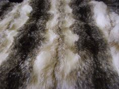 Luxuriöses Tier Kunstfell Stoff Material BRAUN & weiß WOLF in Bastel- & Künstlerbedarf, Stoffe   eBay!