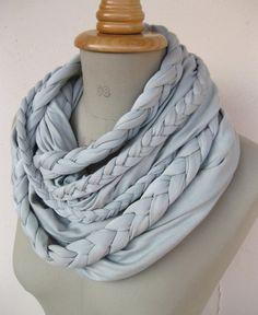 Tücher - geflochtener loop aus jersey in eisblau - ein Designerstück von StAnderswo bei DaWanda