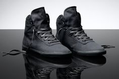 Ns Cuttler by Supra Shoes All Black Sneakers, High Top Sneakers, Shoes Sneakers, Supra Shoes, Black High Tops, Dandy, Combat Boots, Menswear, Mens Fashion