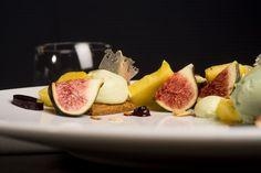 Carte Automne - Le crémeux pistache et sablé cassonade, fruits frais de saison & gelée de cassis #lyon #restaurant #gastronomie #dessert